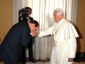 berlusconi-visita-papa-2008
